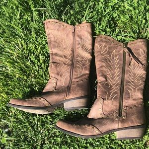 Coconuts cowgirl boots 9.5
